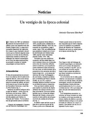 Un vestigio de la época colonial/Un monolito del típico estilo olmeca