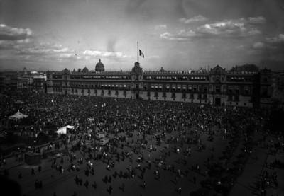 Palacio Nacional, aglomeración durante un festejo o conmemoración
