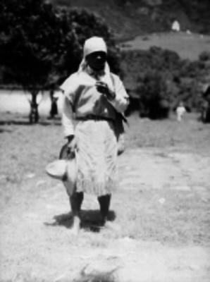 Hombre chamula en un paraje de la sierra de Chiapas, retrato
