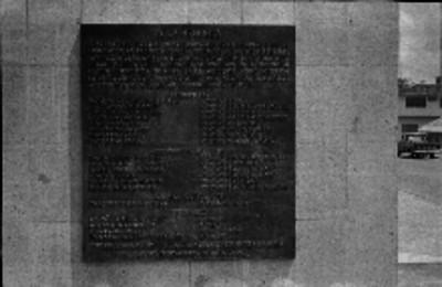 Placa en memoria de todas las personas que fallecieron en el accidente aéreo en el desempeño de sus misiones