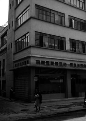 """Tienda de aparatos electrodomésticos """"Electromotor"""", fachada, vista parcial"""