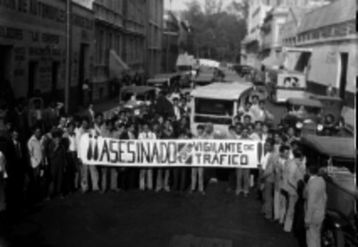Manifestación de obreros reclamando el asesinato de un compañero