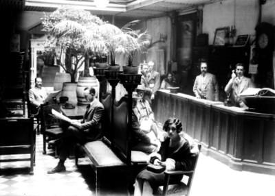 Personas en la administración de un Hotel Lara