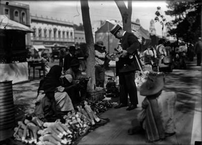 Vendedores de juguetes en la Alameda Central