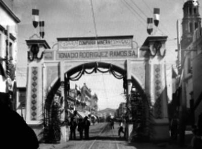 Arco triunfal de la compañía minera Ignacio Rodríguez Ramos, S.A