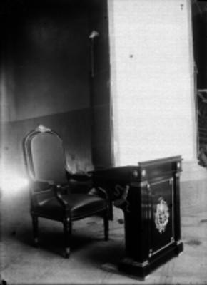 Escritorio y silla de Palacio Nacional