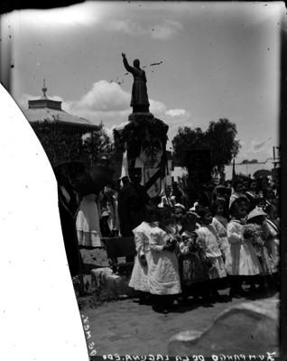 Ceremonia cívica en el monumento a Hidalgo