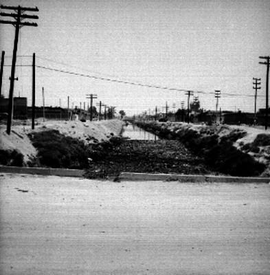 Canal en la colonia Ferrocarrilera