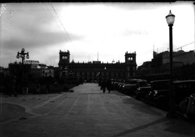 Alumbrado con faroles en la Plaza de la Constitución