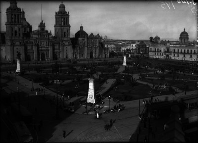 """Grupo escultórico de los """"Pegasos"""" en la Plaza de la Constitución"""
