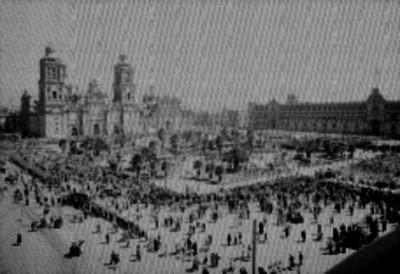 Desfile en el Zócalo de la Cd. de México