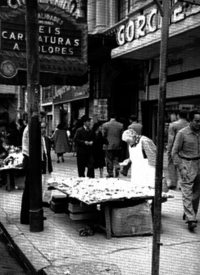 Transeúntes en la calle San Juan de Letrán