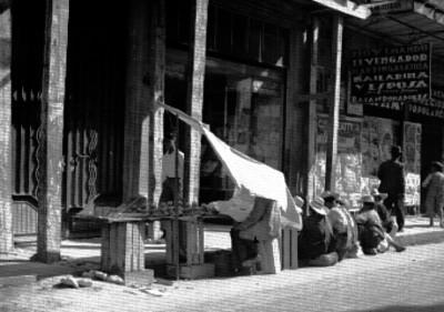 Vendedor ambulante en la calle San Juan de Letrán