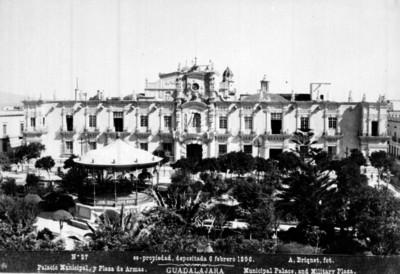Palacio Municipal y Plaza de Armas