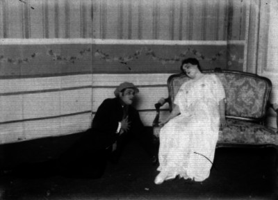 Mimí Derba durante una escena teatral
