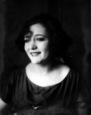 Celia Montalván, retrato