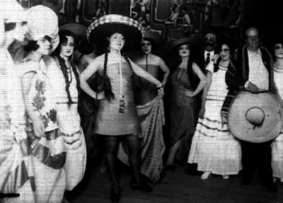 Celia Montalván y actrices con sombreros de charro