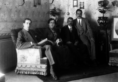 Luis G. Barreiro acompañado de su familia