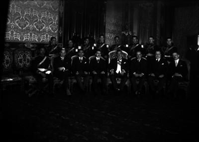 Plutarco Elías Calles con su gabinete y Estado Mayor