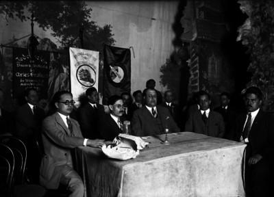 """Luis N. Morones durante asamblea de la """"Federación de Uniones y Sindicatos de Artes Gráficas de México"""""""