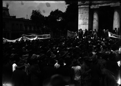 Manifestación de obreros en el Hemiciclo a Juárez