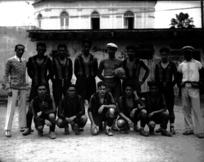 Miembros de un equipo futbolístico, retrato de grupo