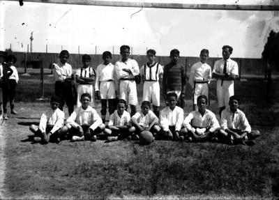 Equipo de futbol infantil, retrato de grupo