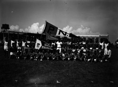 Equipo de atletismo de Santiago Tepalcatlalpan, retrato de grupo