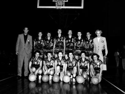 Equipo de básquetbol femenil de Estados Unidos en el Auditorio Nacional retrato de grupo