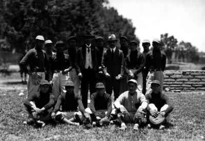 Equipos de beisbol y hombres, retrato de grupo