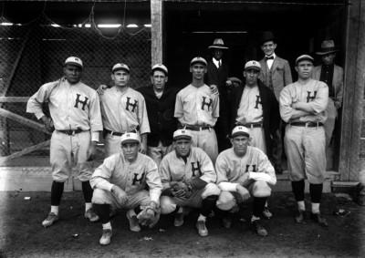 Integrantes de un equipo de beisbol, retrato de grupo