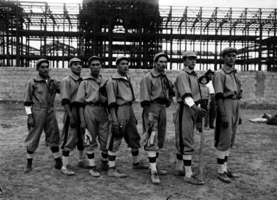 Equipo de beisbol en el club Centro Unión, retrato de grupo