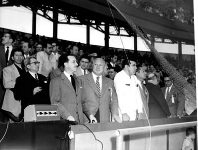 Antonio Ortiz Mena y funcionarios presiden la inauguración del campo del Seguro