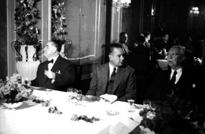 Pascual Ortiz Rubio y funcionarios durante una canquete