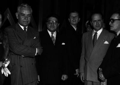 Rufino Tamayo y Nabor Carrillo con otras personalidades, retrato