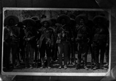 Francisco Villa con miembros de su ejército, antes de la toma de Cd. Juárez