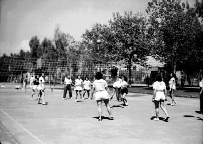 Mujeres durante un partido de voleibol