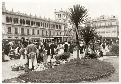 Vendedoras de flores en la Plaza de la Constitución