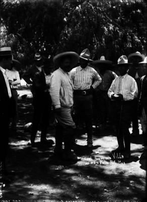 Francisco Villa junto a Baltasar Quiñones y Daniel Delgado después de su rendición