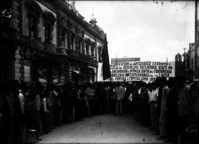 Ferrocarrileros en manifestación