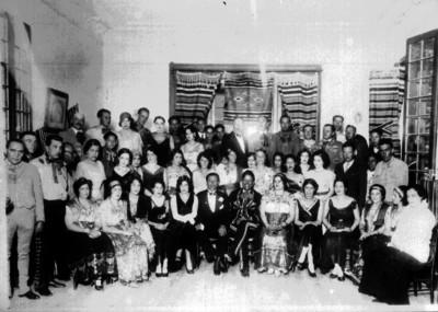 Miembros de la embajada francesa con Charros, retrato de grupo