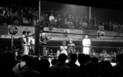 Boxeadores en la esquina del ring