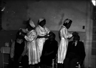 Enfermeras realizan curaciones a pacientes