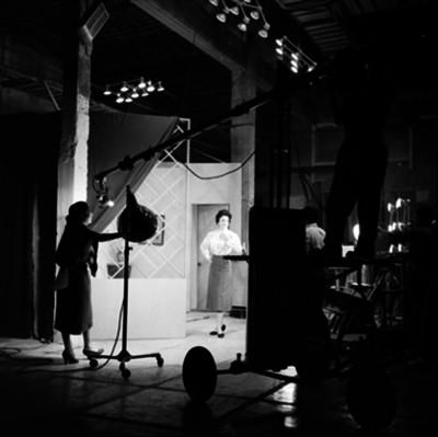 Trabajadores en la grabación de programa para televisión