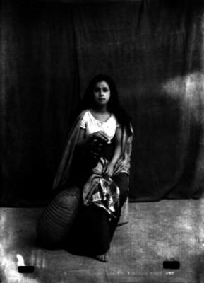 Mujer con mandolina de caparazón de armadillo, retrato