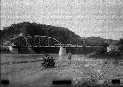 """Puente ferroviario sobre el """"río Balsas"""""""