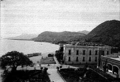 """Poblado y lago de """"Chapala"""", vista parcial"""