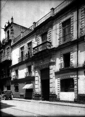 Casa del Conde de la Cortina ubicada en la calle Don Juan Manuel, hoy Uruguay