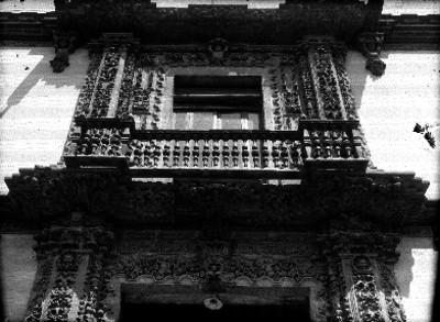 Casa del Conde de Heras y Soto, detalle de la fachada
