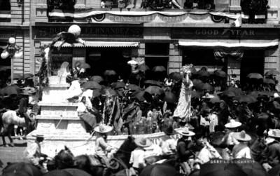 Carro alegórico durante desfile
